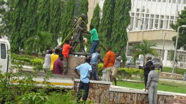 'Racist' Gandhi statue removed from University of Ghana